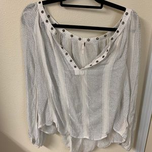 FREE PEOPLE - FLOWY GREY AND WHITE TOP